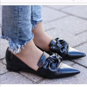 EUC Zara loafers bow knot black pointed toe flats